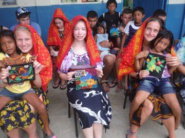 High School students volunteer at a school in Panama